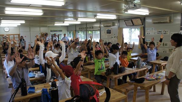 サンデンフォレスト内の「森の教室」にて 工場建設時のプレハブの現場事務所を再利用している