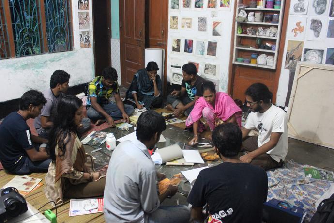 クルナ大学の学生と教材開発のためのワークショップの様子