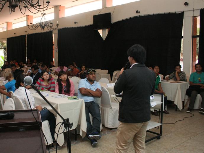 ボリビア国内中の自治体対象に行った廃棄物処理セミナー