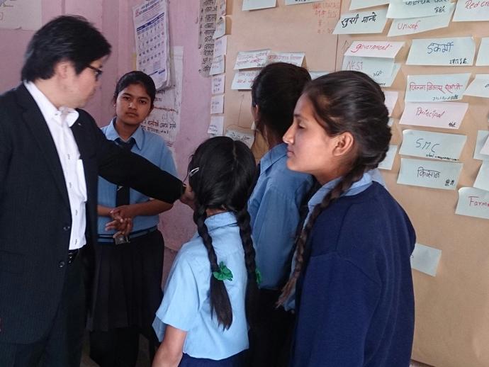 シュラミック小学校でのワークショップ。学校運営の関係者分析をしました。子どもらしい発想に驚かされます。