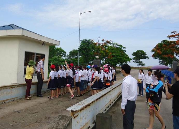 小学生を対象としたごみ最終処分場への見学ツアー