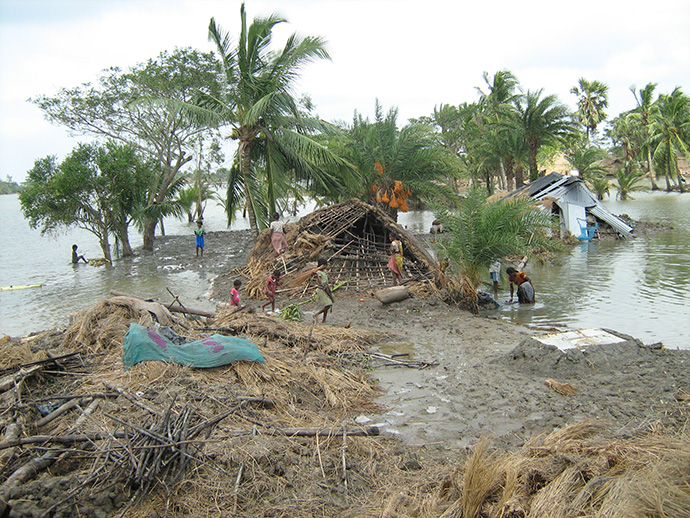 2009年にバングラデシュの沿岸地域を襲ったサイクロン アイラ(シャムナガール農村)