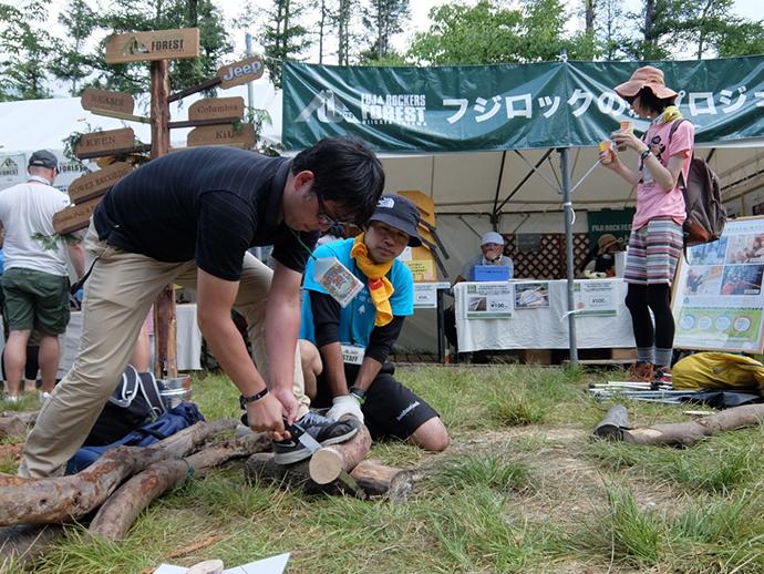 会場では苗場で間伐された多様な木材を使った企画など多様なワークショップが展開されていました。