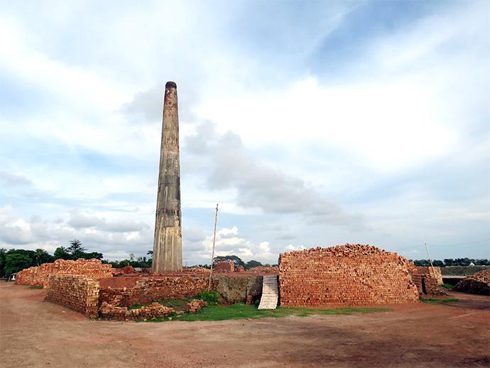クルナ市郊外にあるレンガ製造工場