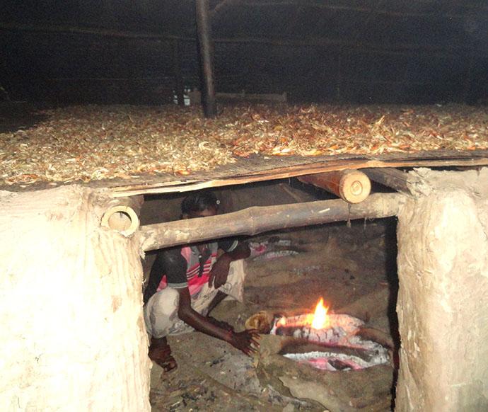 地域の伝統的なエビ乾燥加工技術(KHOTI)