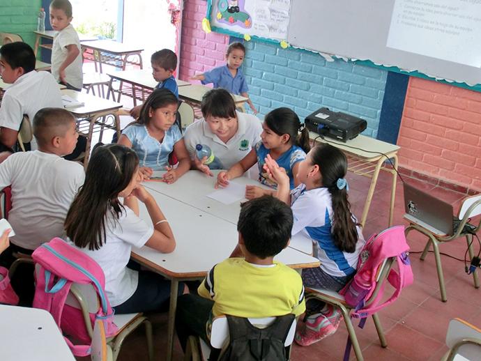 ワークショップの中で話し合い、グループで意見を出す。